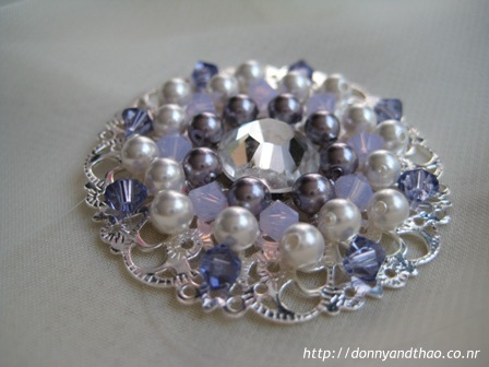 diy vintage inspired shoe brooch for wedding